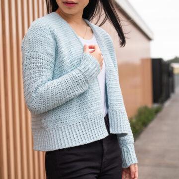 easy cardigan crochet pattern pale blue crop sweater