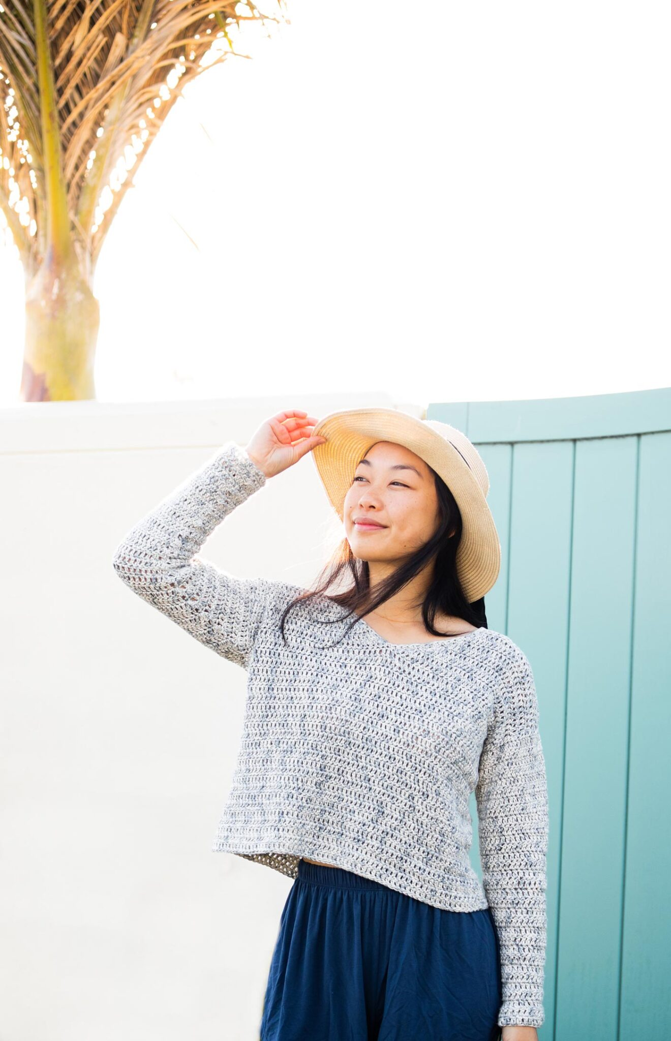 cropped v neck beach pullover summer crochet pattern with straw hat