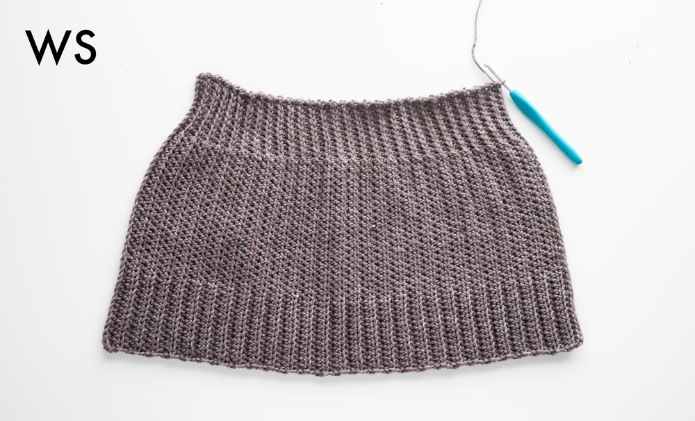 wrong side of flat trapeze crochet beanie with ridged top