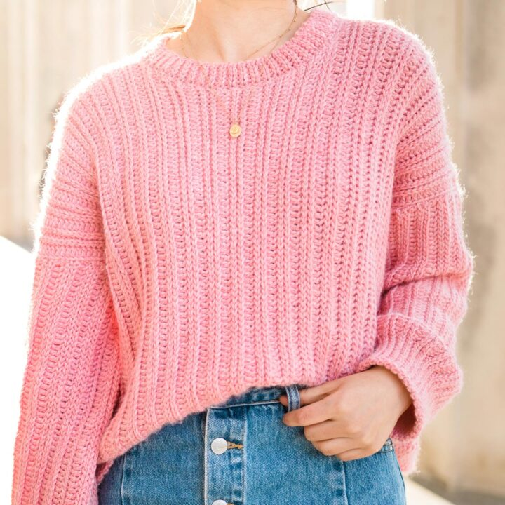 close up of ribbed oversized crochet sweater pattern with gold necklace