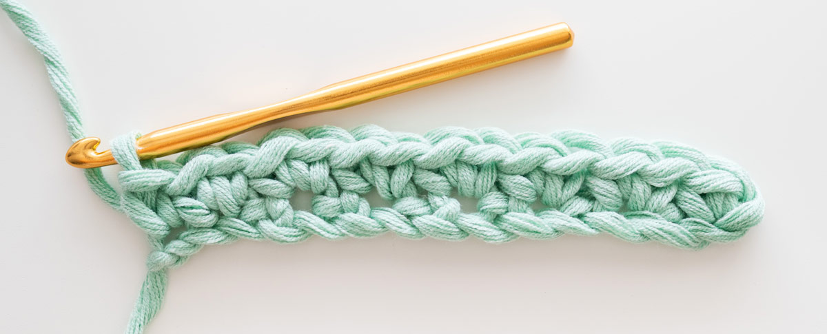 end of row 1 of crochet cluster linen stitch