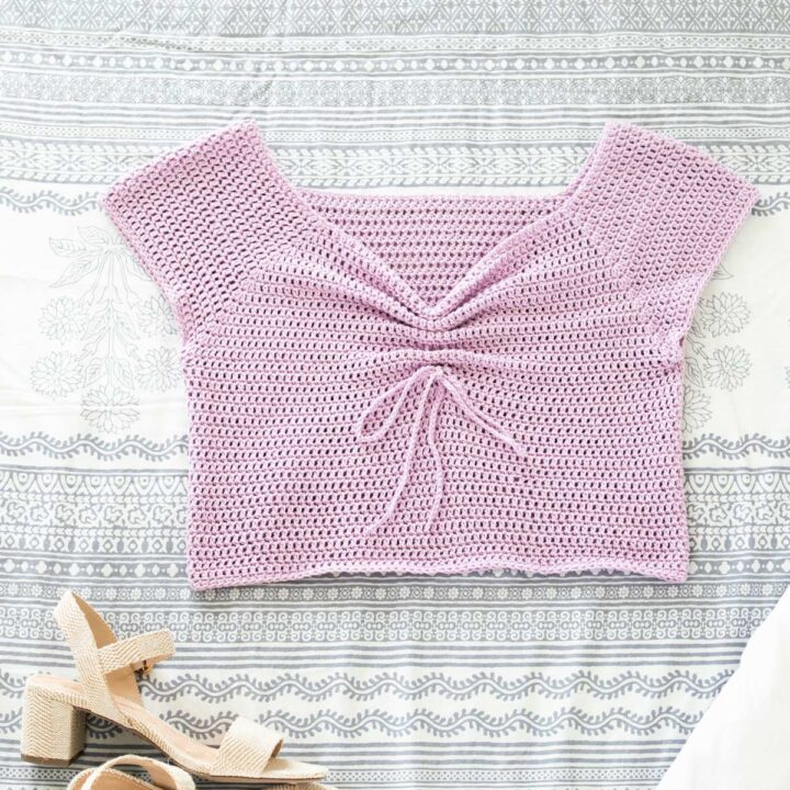 summer crochet crop top with cap sleeves and sweetheart neckline