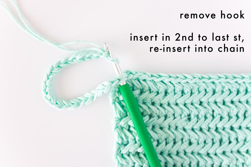 crochet hook inserted in pot holder and chain to secure loop handle