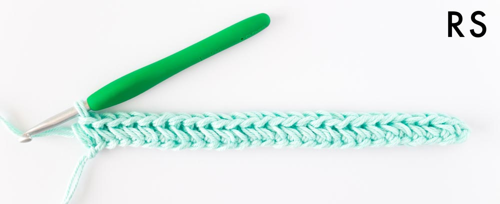 chevron single crochet stitch row 1 in cotton yarn