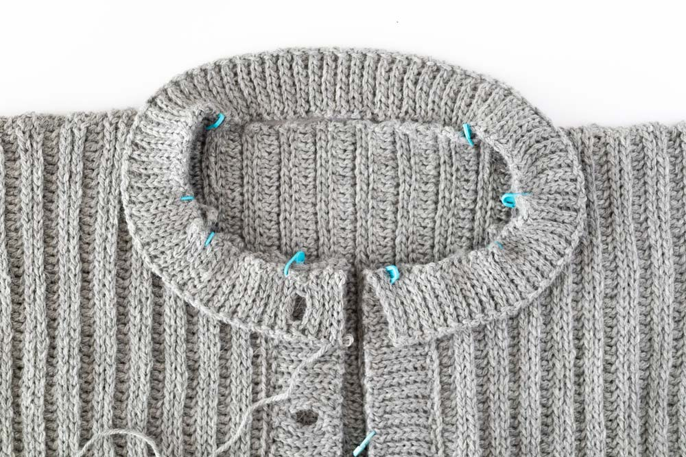 finished crochet round neck cardigan ribbing with buttonhole