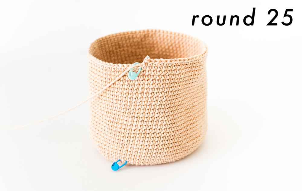 finished bag sides of crochet cylinder bag