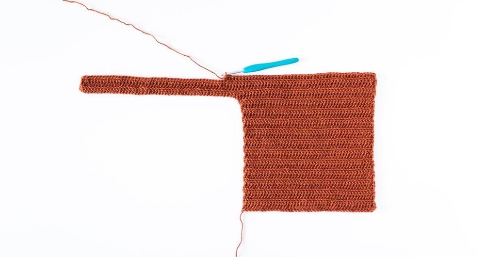 row 1 of front body panel on crochet crop top